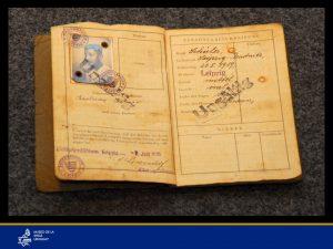Foto de Karl Katner de niño, dueño del anteriormente referido pasaporte.