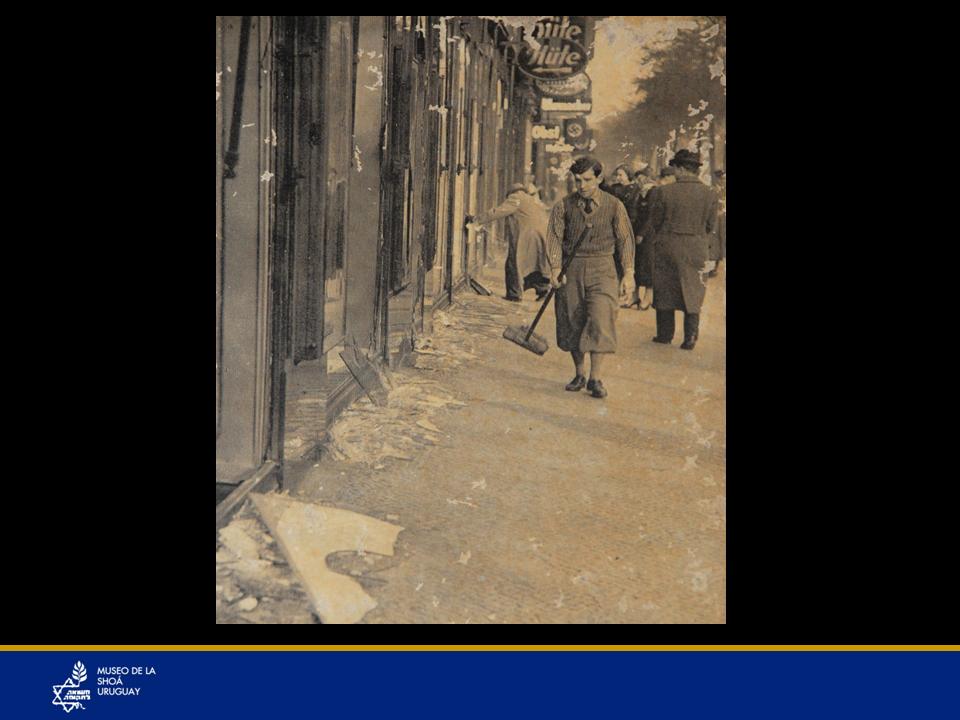 """La mañana siguiente a la Noche de los cristales rotosLos nazis se prepararon bien y buscaron una excusa para llevar a cabo el peor pogrom (racia) de la historia del pueblo judío. Encontraron la excusa perfecta tras lo que hizo un chico de 17 años, Herschel Grynszpan: Asesinó a un tercer Cónsul de la Embajada de Alemania, Ernst Vom Rath como protesta pues sus padres estaban retenidos en la frontera de Alemania – Polonia, tras ser expulsados de Alemania debido al plan inicial de Alemania de dejar a su país """"limpio de judíos, Juden Rein"""" obligando a todos los oriundos de otros países a ser evacuados hacia esos países. Pero no eran aceptados como en el caso de sus padres que eran de Polonia, por lo cual muchos judíos quedaron varados en una franja entre ambas fronteras en lo que era tierra de nadie, sin agua ni comida. Y en esa franja estaban los padres de Herschel Grynszpan quien en un acto desesperado de protesta cometió el mencionado asesinato. Esto fue aprovechado por los nazis para desatar su furia en lo que fue una especie de termómetro de la reacción del mundo respecto a sus acciones hacia los judíos. Se rompieron los cristales de negocios judíos, se robó lo que tenían, se quemaron sinagogas, libros """"cuando se queman libros se queman personas"""". Y el mundo no dijo NADA, por lo cual era claro que los judíos no tenían apoyo del mundo, (aún no existía el Estado de Israel y Hitler y sus secuaces se sintieron con las manos libres para atacar a los judíos de la peor manera con total impunidad)."""